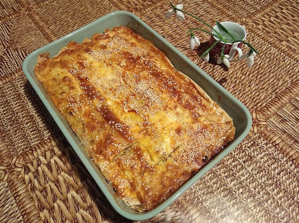 баница с праз, сирене и сушени домати