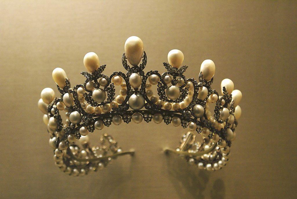 корона диадема с перли
