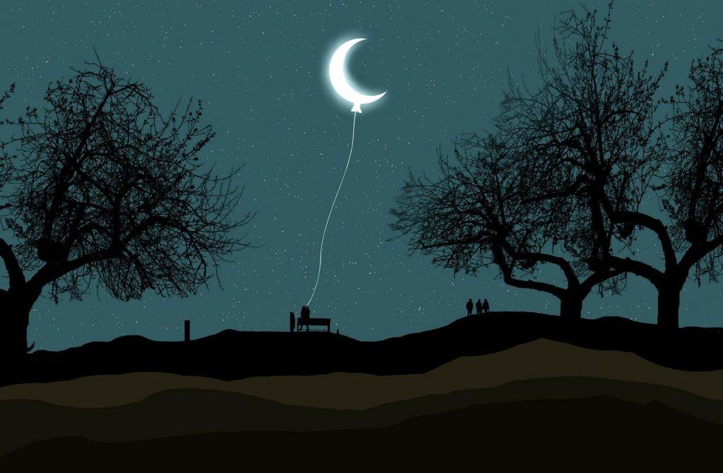 сърп от луна, хванат на въженце за края й