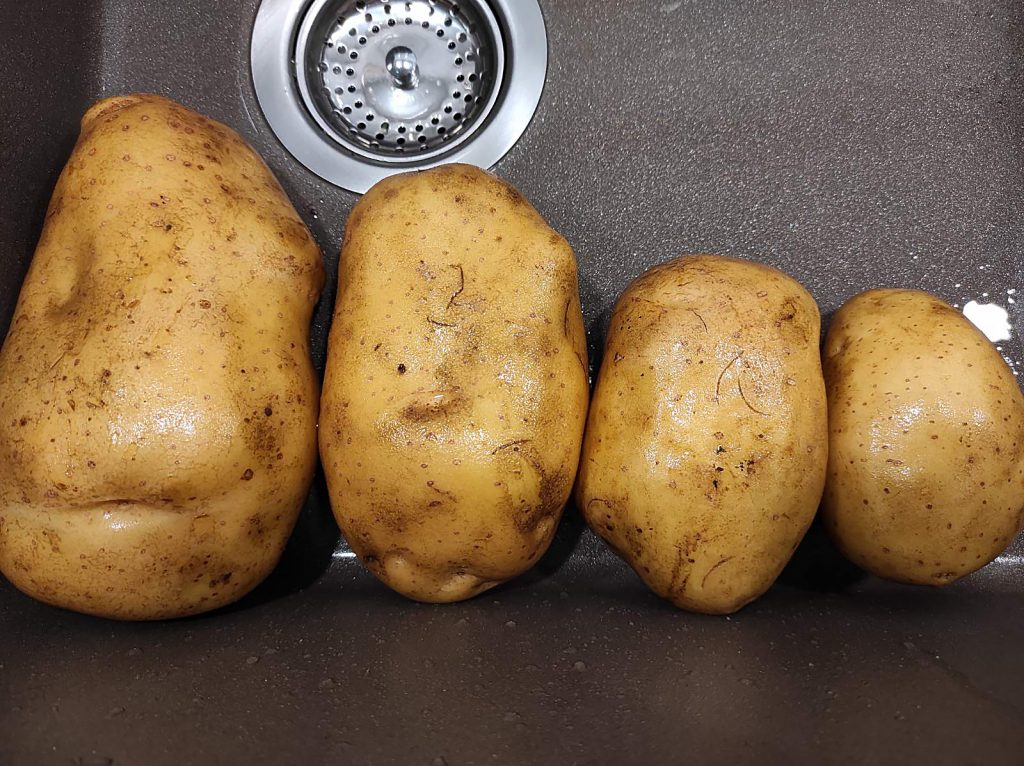 картофи в мивка